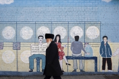 Hassidic_Man_in_Front_of_Mural